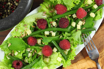 Salad with beans and raspberries