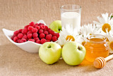Honey with apples, raspberries and milk