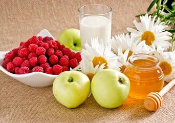 Honey with apples, raspberries and milk