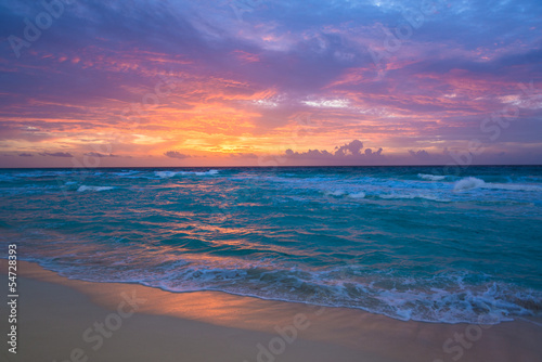 Fotobehang Golven Sunrise in Cancun