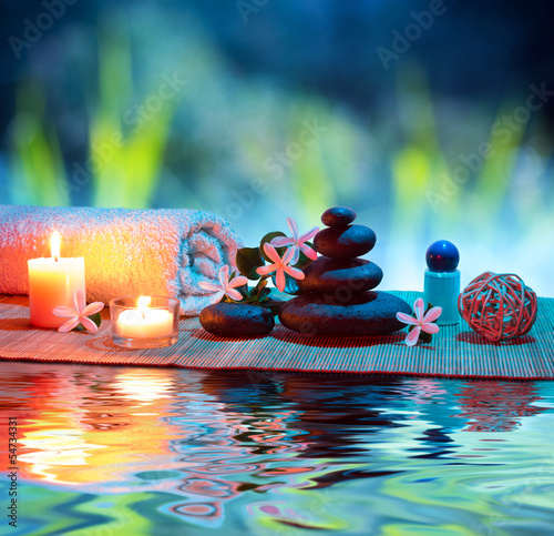 Obraz w ramie two candles and towels black stones and tiare on water