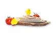 Помидоры с хлебцами на деревянной доске