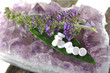 Schüsslersalze mit Lavendel und Mineralstein
