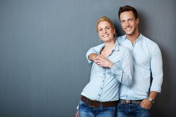 gl¸ckliches attraktives paar