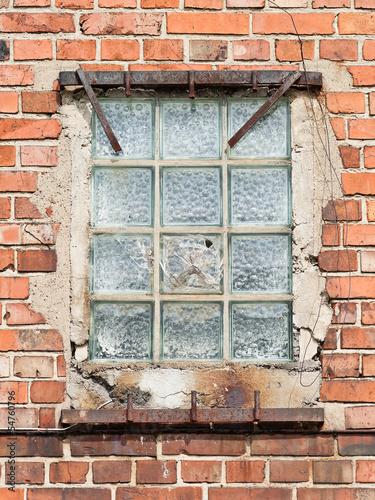 Fototapete altes fenster aus glasbausteinen in einer roten - Wand aus glasbausteinen ...