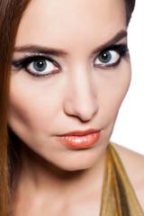 junge Frau mit aufwendigem Make-Up
