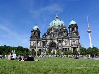 Berliner Dom Tourists Relaxing At Berlin Cathedral
