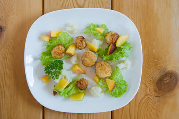 Salad with peach, meat balls