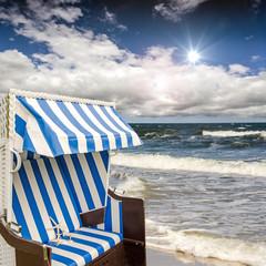 Rügen: Strandkorb mit Blick aufs Meer