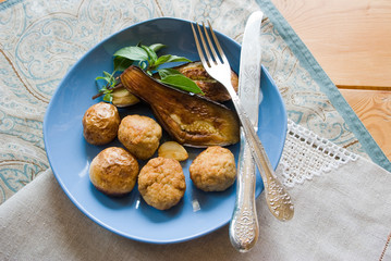 Balls of meat and roasted vegetables
