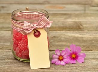 Bonbons im Glas mit Anhänger