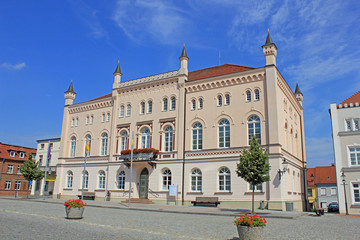 Rathaus Sternberg in Tudorgotik (1850, Mecklenburg)