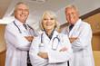 Ärztin und Ärzte im Team im Krankenhaus