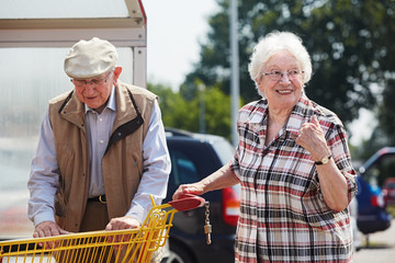Senior couple goes shopping