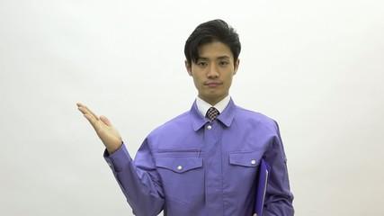 作業着を着ている男性