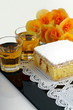 Dessert con liquore e fiori di begonia