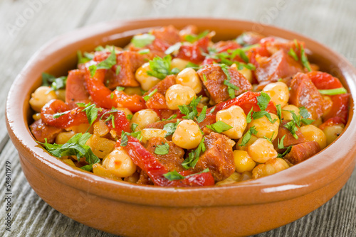 Garbanzos y Chorizo - Chickpeas, chorizo and red pepper tapas
