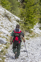 Escursionista in montagna