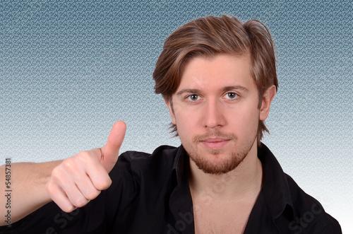 erfolgreicher junger mann