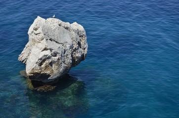 Roca sobre el mar