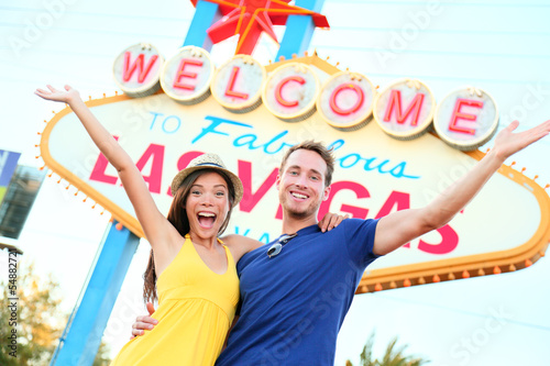 Fototapeta Las vegas people - couple happy cheering by sign
