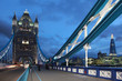 London Tower Bridge zur blauen Stunde
