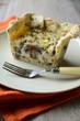 Räuchertofu-Lauchzwiebel-Quiche mit Champignons