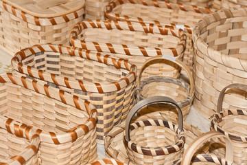 Cestas de artesanía de mimbre
