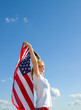 Frau mit USA-Flagge