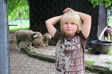 Portrait eines blonden Jungen