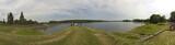 Panoramique digue passerelle lac