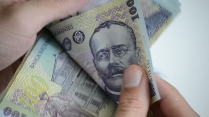 counting Romanian currency