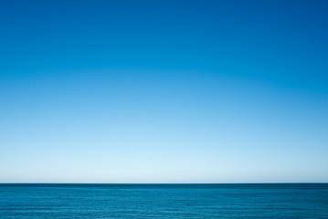 Mer, horizon, ciel bleu