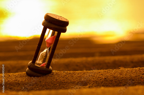 HOURGLASS ON THE SAND