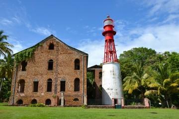 Guyane / Hôpital et phare du bagne de l'île royale