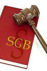Richterhammer mit Buch SGB