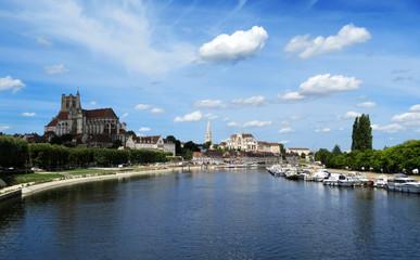 Vue générale d'Auxerre et sa cathédrale
