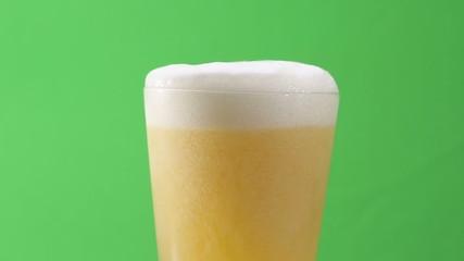 ビール 溢れる泡 (クロマキー 合成用素材)
