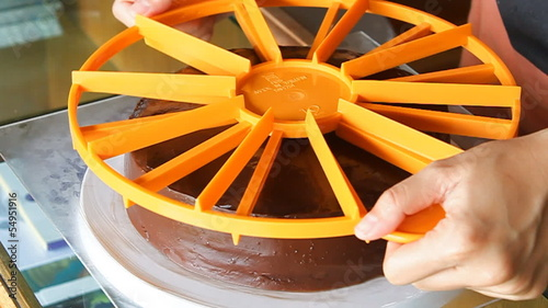 Piece of chocolate cake symmetry ratio by measurement tool