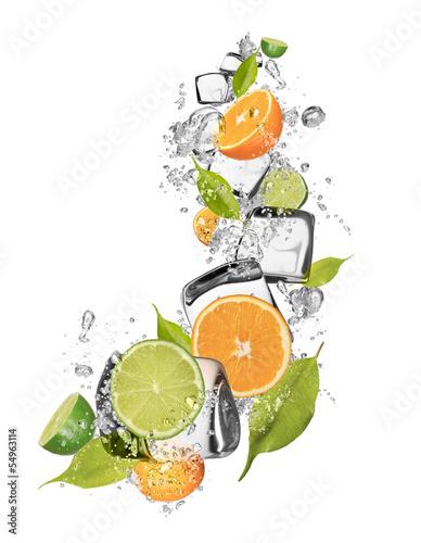 lodowe-pomarancze-i-wapno-na-bialym-tle