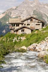 Torrent devant le refuge en montagne