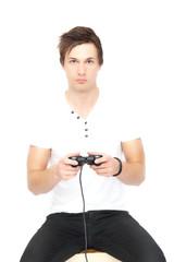 junger Mann spielt Videospiel