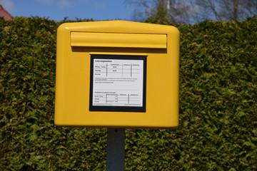 Briefkasten, Briefe, Post, Kastenleerung, Postbote, Zustellung