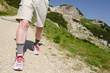 Mann beim wandern in den Bergen des Allgäu