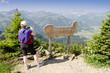 Frau geniesst die Aussicht im Tannheimer Tal