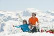 Österreich, Salzburg Land, Altenmarkt-Zauchensee, Paar mittleren Alters auf Skiern im Winter