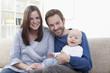 Deutschland, Bayern, München, Eltern mit Baby