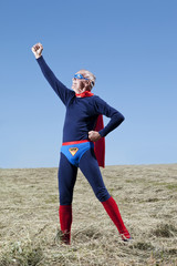 Österreich, Burgenland, erwachsener Mann im Superman-Kostüm