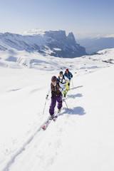 Italien, Trentino-Alto Adige, Südtirol, Bozen, Seiser Alm, Gruppe von Personen auf Skitour