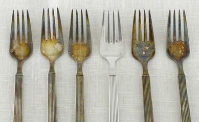 angelaufene Gabeln aus Silber